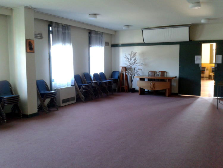 West meeting room – carpeted room with space for about 50 chairs in various arrangements
